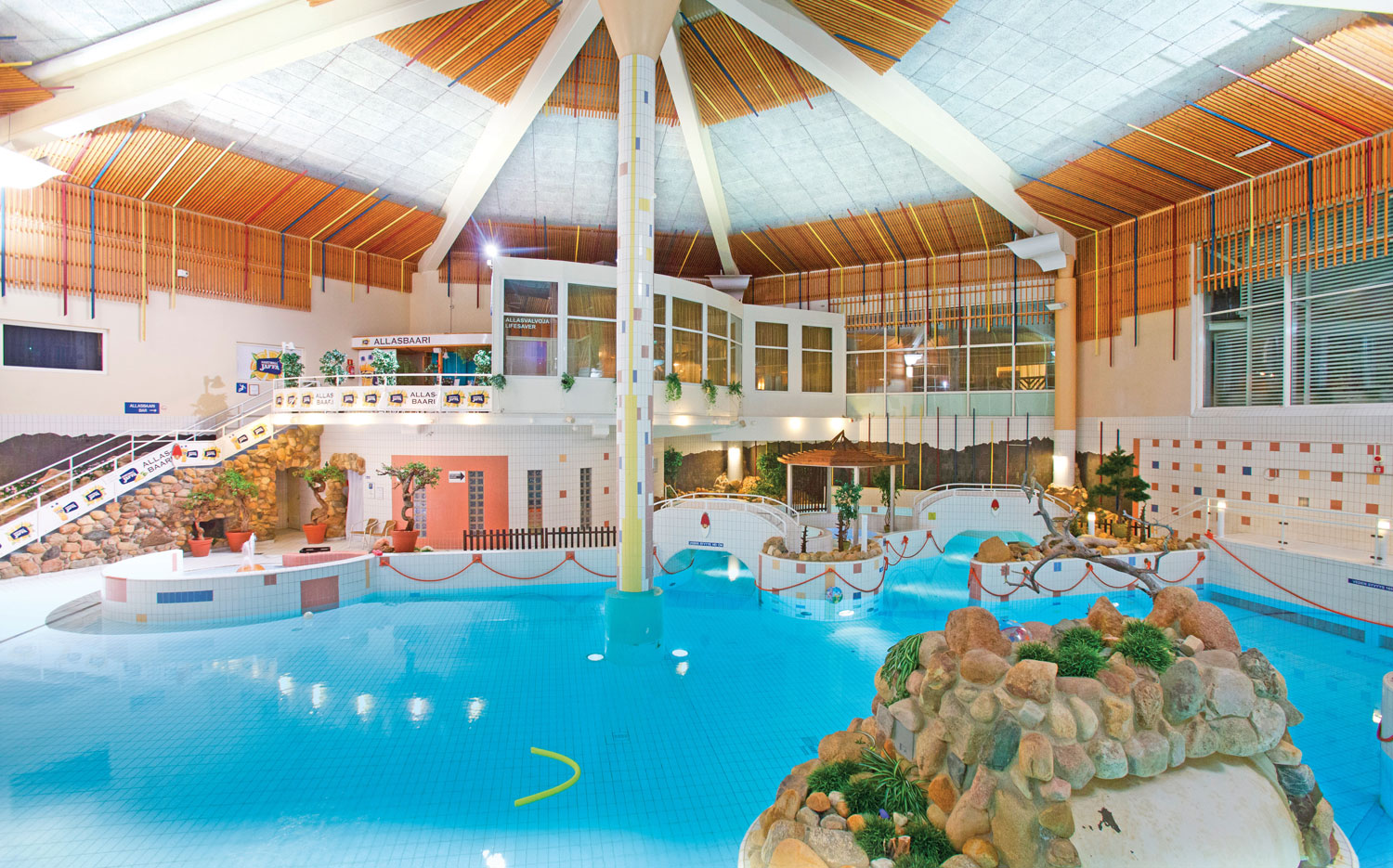 Hotel Holiday_Club_2015_swimming pool.jpg
