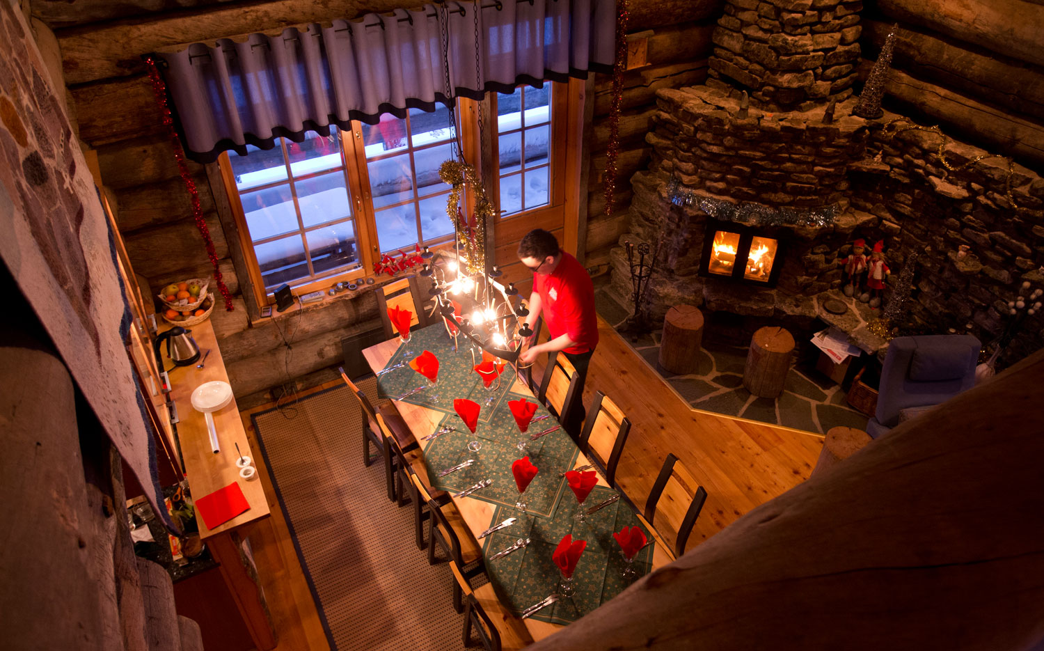 Christmas Cabins - A Typical Cabin Dining Room